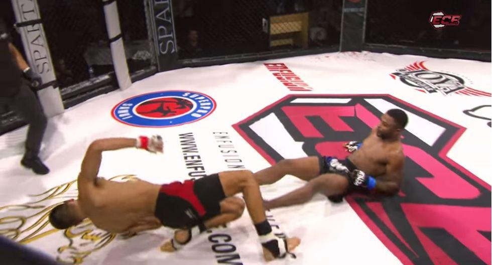 Tremendo doble knockout dio la vuelta al mundo. (Captura YouTube)